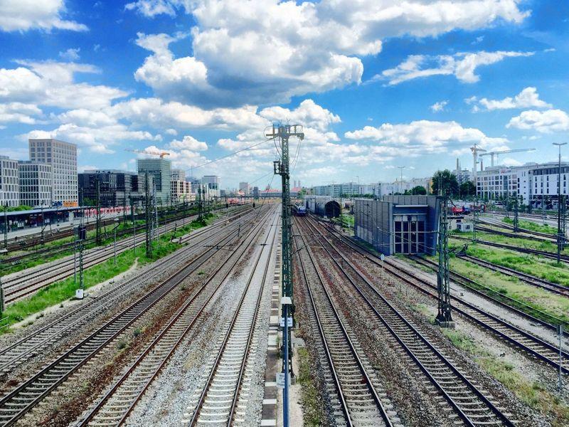 Blick von der Donnersbergerbrücke auf München I Railway Train
