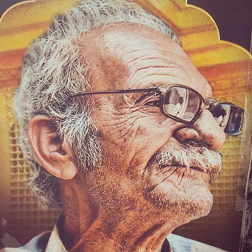 اول یه فاتحه برای پیرمرد بخونید خیلی چهره و عکسش قشنگه همین_الان یو هوی اینجا آذر قم ایران