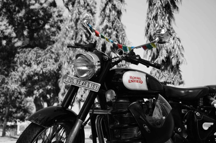 Hello World Hi! Check This Out Photography By Me with Nikon D7000 Royal Enfield Classic 350  Bullet Black And White Colors Colorful Flags In The Wind  Longdrive DELHI TO KANGRA Wheels 2 Wheels Made Like Gun