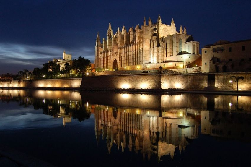 Showcase: February We visited the cathedral of Palma De Mallorca at Nighttime over a weekend 'vacation'.