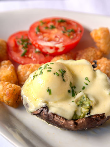 Eggs Benedict for Brunch Breakfast Eggs Benedict Breakfast Holländisches Viertel Vegetarian Brunch Eggs Benedict Healthy Eating Restaurant Tatertots Tomato Veggies