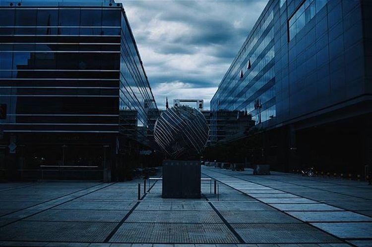 Instante en que el cielo se puso todo gris de un momento al otro. Serie: UnDiaMasEnLaCiudadDelCaos Vscoarg Architecture Argentina Igers Argentina_estrella