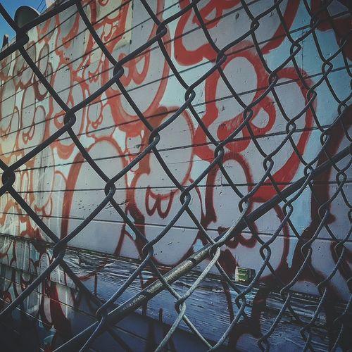 Missiondistrict Alleyart SF Urban Graffiti Art BART EyeEm Best Shots Close-up Architecture Chainlink Building Exterior Crisscross