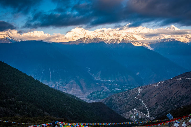 Mountain Mountain Range Scenics - Nature Cloud - Sky Beauty In Nature Sky Environment Landscape Tranquil Scene Non-urban Scene Tranquility Nature Snow Winter Idyllic Cold Temperature Snowcapped Mountain Physical Geography No People Outdoors Mountain Peak Meili DeQin Yunnan China Tibet Top High Fog Cool Cold