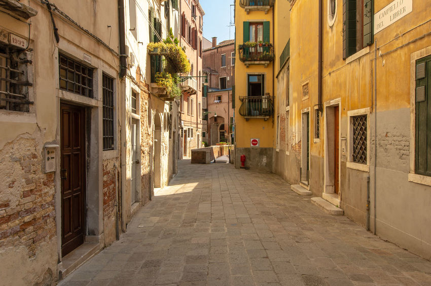a small alley in Venice Footpath Alley Balcony Building Structures Direction Residential District Small Yellow