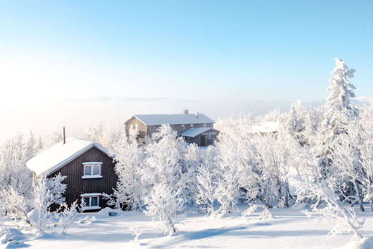 Vita Renen restaurant in the mountains Architecture Beauty In Nature Blue Building Exterior Built Structure Clear Sky Cold Temperature Day Frozen House Landscape Nature No People Outdoors Scenics Sky Snow Tranquil Scene Tranquility Tree White Color Winter