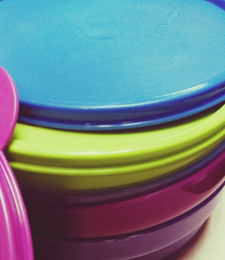 The kids of these Tupperware bowls were too difficult to close. So... Gave them away...