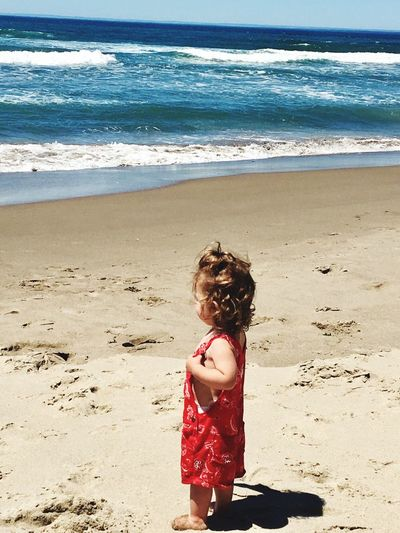 First Eyeem Photo EyeEmNewHere Beauty And The Beach Ocean Blue Curls She Has My Heart <3 Sweet Girl Oregon Coast OshKosh Sand & Sea EyeEmNewHere The Week On EyeEm Blue Waves Rolling In Beautiful Awesome_shots Little Girl Cute New To Photography Beauty In Nature Real People Tranquil Scene Red Color Childhood Lost In The Landscape