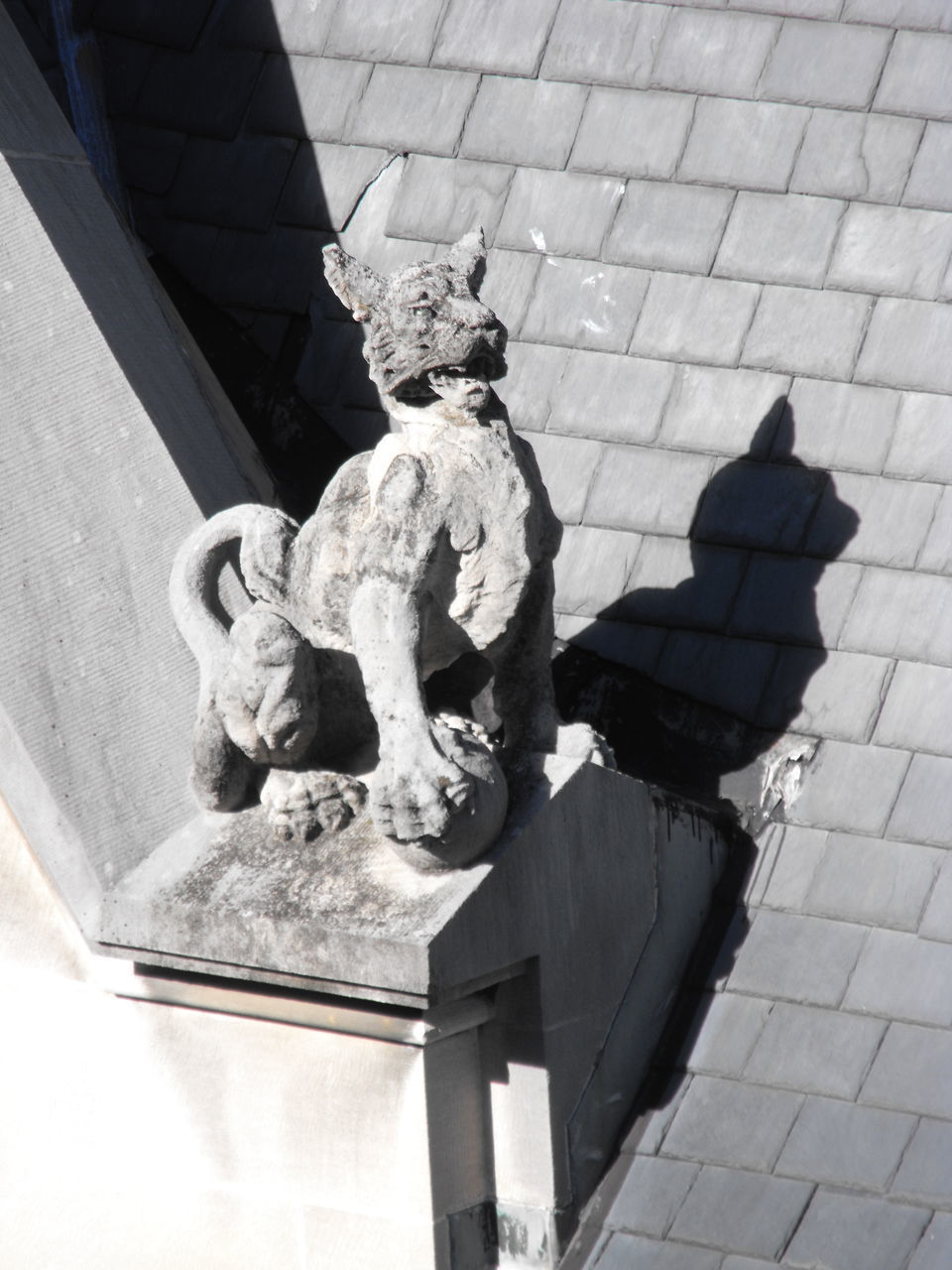 HIGH ANGLE VIEW OF ANGEL STATUE