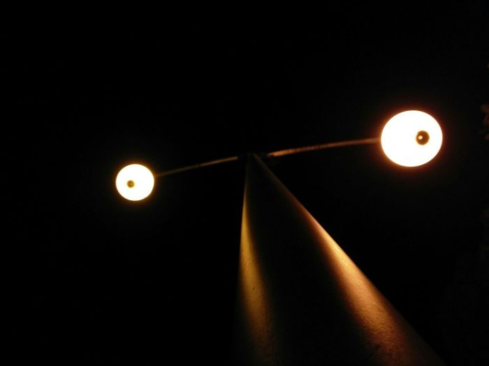 The OO Mission Streetlight Nightshot Up View