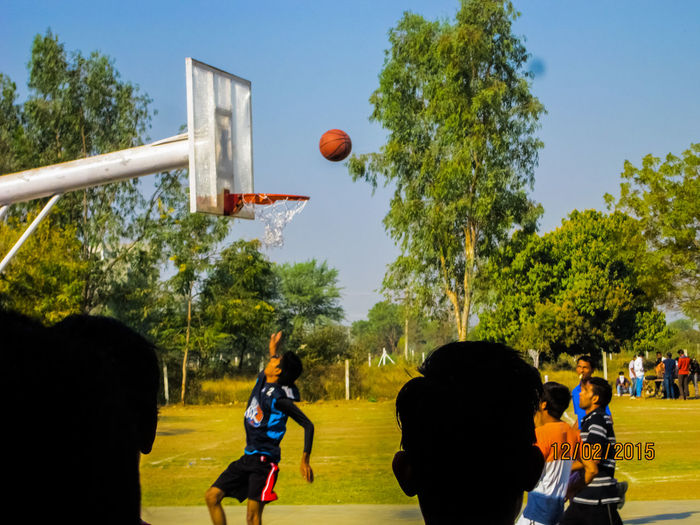 Sport Playing Basketball - Sport Ball Tree Taking A Shot - Sport Competition Competitive Sport People Jumping Basketball Hoop Men Match - Sport Adult Only Men Motion Team Sport Soccer Basketball Player Playing Field Throwback EyeEmNewHere Eyeemsports