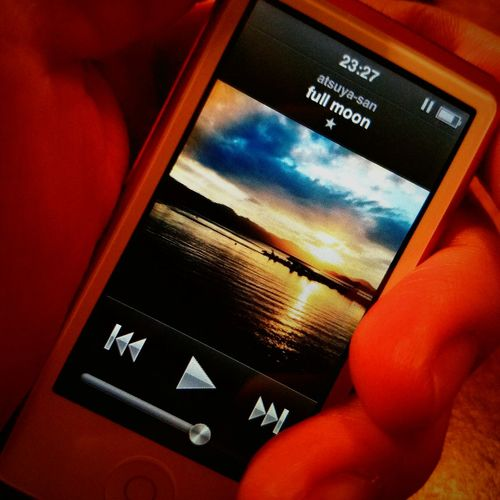 TakeoverMusic Lifestyles Close-up Touch Screen IPod Nano Day Music Full Moon No Music No Life! Musico