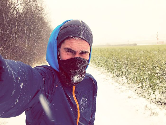 Es gibt kein schlechtes Wetter, nur falsche Kleidung. Snow ❄ Runner Running Outddoor EyeEm Selects Lifestyles Young Adult Real People Nature One Person Portrait Adult Happiness first eyeem photo