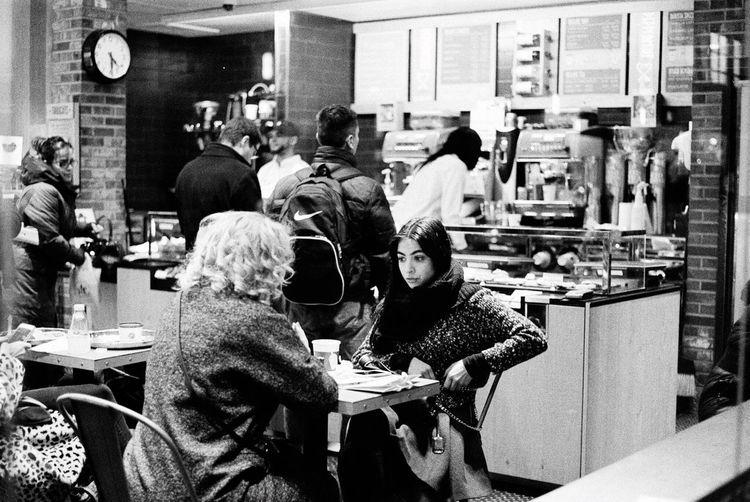People having a snack in New York New York City New York Leica M6 Leicacamera Kodak Tri-X 400 Streetphotography