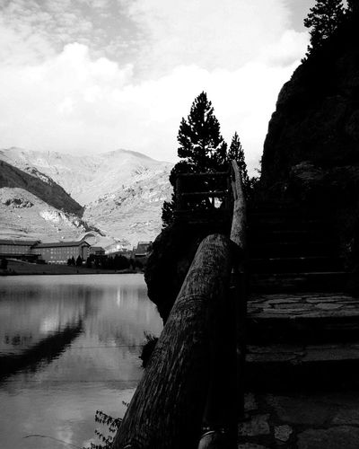 Alma Nature Photography Naturaleza Luz Y Sombra  Blackandwhite Photography Blanco & Negro  Blancoynegro Fotobnw Fotobnw_life Allbnw_shots Fotobnw_life Caminar, Avanzar, Aprender...  Loves_world Blancoynegro Solitude And Silence Cold Frio Broken Dreams Mountain View Nuria Valley Silence Truth Naturelovers Lost Tu Dia Waiting Adult One Person Lake Adults Only Beauty In Nature Nature Tree