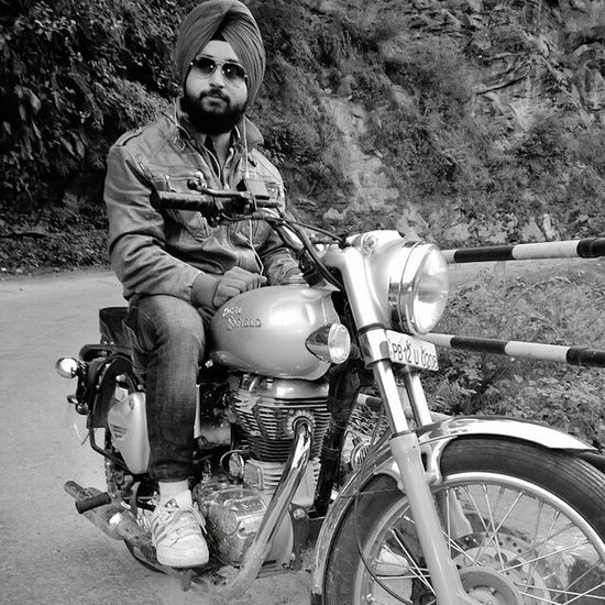 Royal Enfield Bullet Bikelife One Man Only Biker Nature Finding New Frontiers Blackandwhite Quality Time Eye Em Nature Lover Traveling Home For The Holidays Biker Life Bikersofinstagram BikeRides Ride Bnw_collection Eyem Best Shots Nature_collection Beardlife Beardman Eye Em Best Shots Hanging Out Eyem Best Shot - My World Blackandwhitephotography Eye For Photography Royal Enfield Group RideToLive