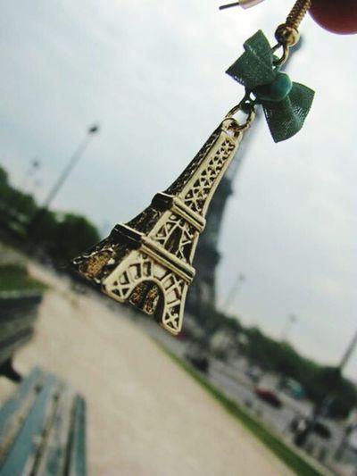 Eiffel Tower Earring  Love It Paris Ribbon Effetto Ottico Torre Eiffel Fiocco