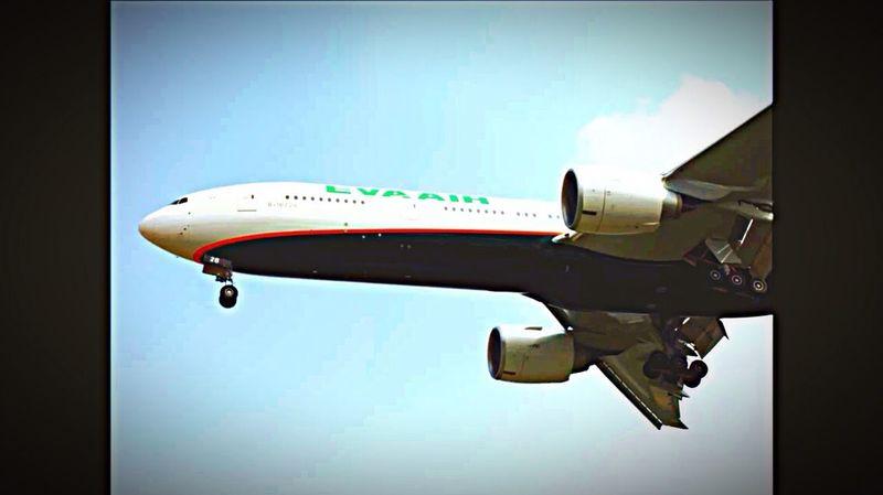 EVA air B777-300ER B-16728