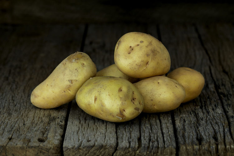 Potato Wooden Fresh Potatoes Background Table Old Food Raw Nutrition Wood Harvest Healthy Vegetable Organic Agriculture Rustic Brown Pile Ingredient Root Vegetarian Natural Farm Top View Group Heap Sack Diet Produce Many Yellow Cooking Dark Rural Uncooked Burlap Tuber Dirty Food And Drink Healthy Eating Freshness Wellbeing Still Life Wood - Material Close-up No People Indoors  Fruit Raw Food Group Of Objects Raw Potato High Angle View