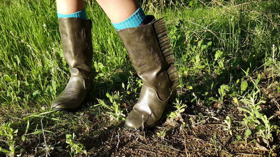 One With Nature On The Trail Footwear Minimalism Cowgirl Boots Naturelovers Countryside Outside No Edit/no Filter Full Frame Natural Light Girlpower Greengrassofhome Adventure Time Sunny Day Human And Nature Wildside Enjoying Nature Onewithnature Wildchild Human Body Part Fresh Air