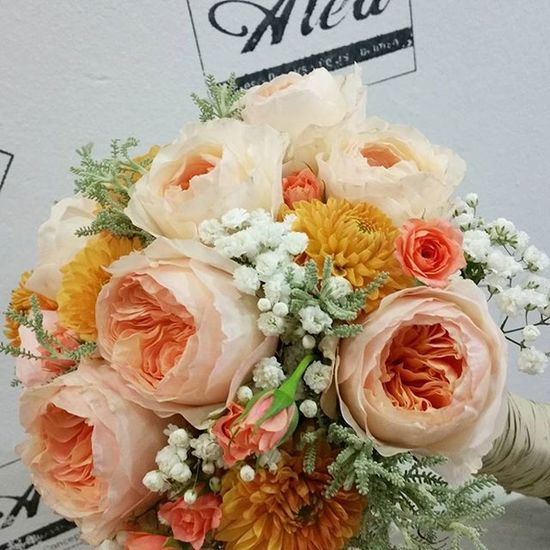 Bridal Bouquet by Alea with @david_austin_roses , In love with this bouquet Alea Aleafloristerias Flores Flowers Bridalbouquet RamoDeNovia Sposa Mazzodifiori Bouquetsposa Novia Davidaustin Vigo SPAIN Galifornia Instavigo Lovemyjob