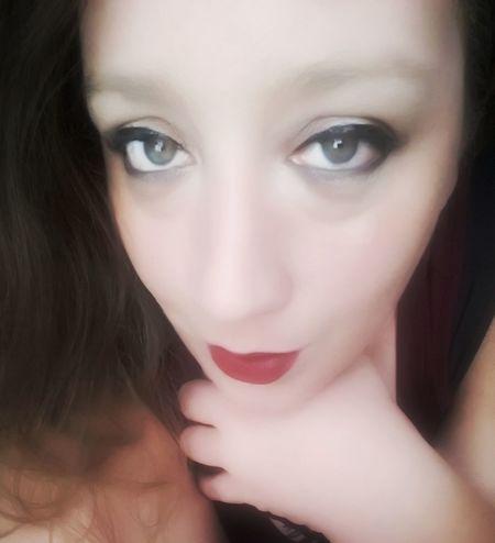 Green Color Greeneyes Greeneyedgirl Greeneyedbeauty Pink Color Pinklips Pinklipstick Pinklips💋💋💋 Human Face Human Body Part Humaneye Portrait Portrait Of A Woman Faces Of EyeEm Face