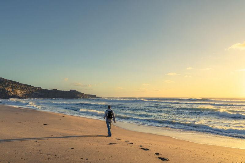 caminhando na praia Praia Areia Beach Sun Caminhar Sea Mar Paisagem Landscape