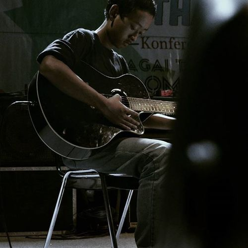 Well, after more selection I guess we are reaching to the end of the photo upload spree. Bandung INDONESIA People Guitar Focused Expressions Chair Music Musician Concert Event PlayingGuitar