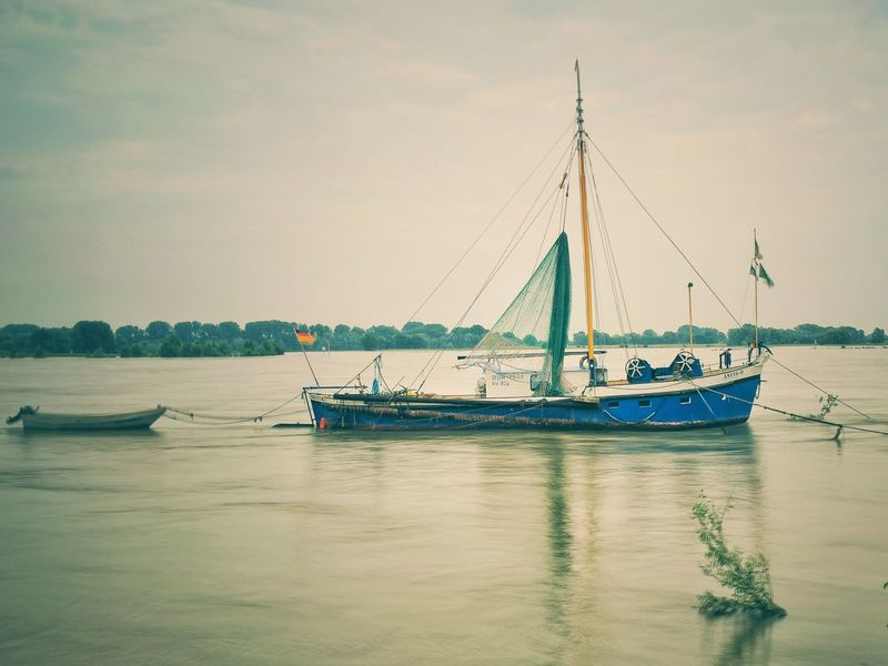 Rhein Grieth Wasser Fluss Schifffahrt Schiff Rheinfähre Lokation Heimat