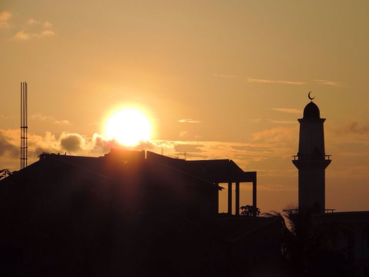 Sunset Sunset_collection Sunset Silhouettes Sunset #sun #clouds #skylovers #sky #nature #beautifulinnature #naturalbeauty #photography #landscape Sun Hello World EyeEm Nature Lover Light And Shadow Sky Mosque Architecture Construction Thinadhoo Maldives