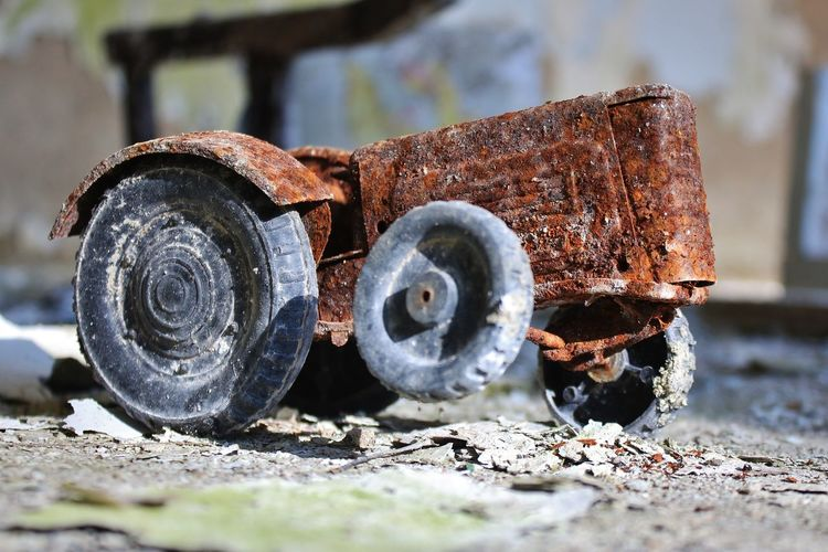 Atomkraft Nein Danke! Chernobyl Kindergarten Pripyat Spielzeug Traktor Ukraine