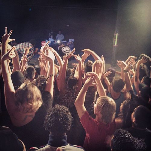 Live from the crowd HbkPortland @heartbreaksuzy @k00lj0hn @jay_ant