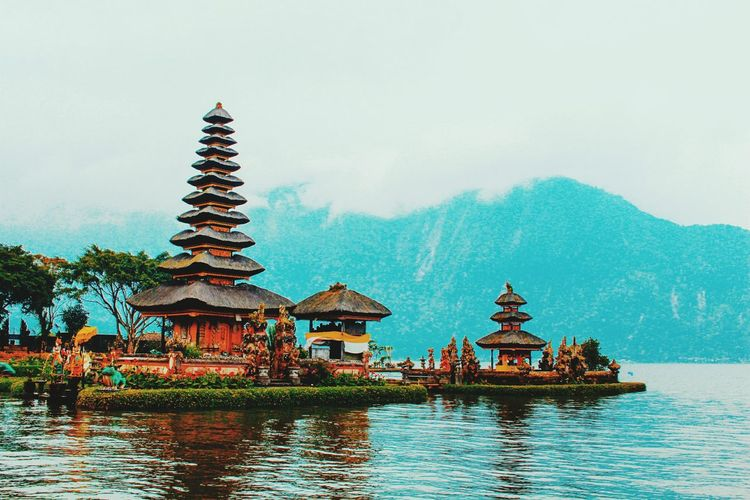 Travel Tourism Religion Beauty Architecture Pagoda Outdoors Arts Culture And Entertainment Sky History Nature Arrival No People Mountain Day Summer Beach Nature Horizon Over Water Travel Destinations Vacations Large Group Of People Sunny Cloud - Sky Sea