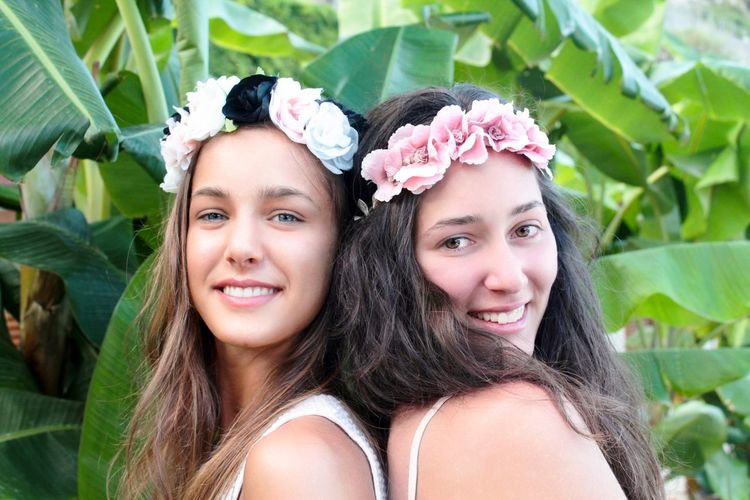 goddesses of the summer Crown Flower Flower Banana Tree Leisure Activity Summer Fashion Model Accessorie Portrait Headshot Looking At Camera Smiling Young Adult Women Beauty Young Women Plant Happiness Emotion Beautiful Woman Plant Part Leaf Hair Long Hair Togetherness Hairstyle Lifestyles Adult