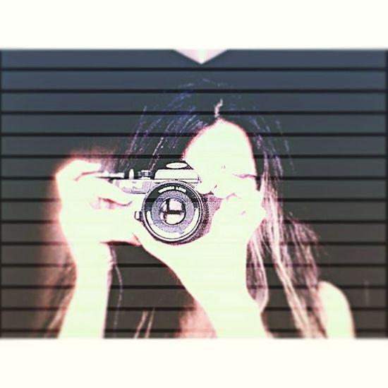 Say cheese! 📷🔙✋😇 Iyigeceler Goodnight Bonnenuit Gutenacht Old Camera Take Photo Photographer Prettywoman