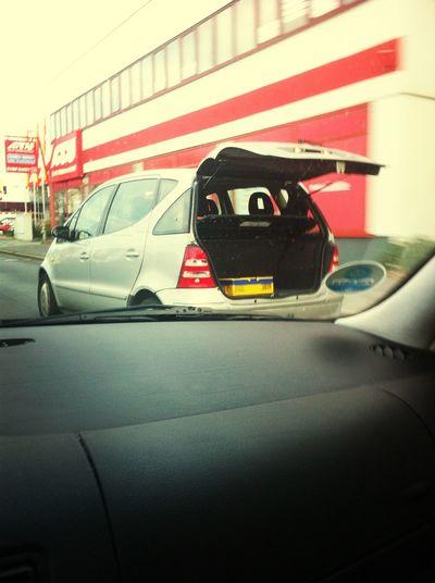 Mit so einer riesigen Kiste im Kofferraum geht der Deckel natürlich nimmer zu!!! Kofferraum Fahrt XD Auf Zu Oma :) Mercedes