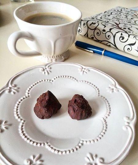 Ráno začínáme kávou a belgickou čokoládou... 👍☕😊 Rannikava Espresso Cokolada Oblibenyhrnek Belgickacokolada Cofeebreak Nodiet Startdne Dvakopecky Cupofcoffee