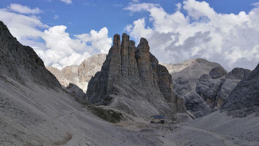 Blick vom Santer Pass zu den Vajolet Spitzen Vajolet Alto Adige Hiking Beauty In Nature Panoramic Rock Formations Hiking Trail Dolomites, Italy Pyramid Desert Sky Cloud - Sky Landscape Rock Formation Rock - Object