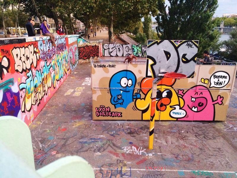 Streetphotography IPhoneography Enjoying Life Graffiti Hello World Lyonnais Followme Streetart/graffiti Streetart Lyon