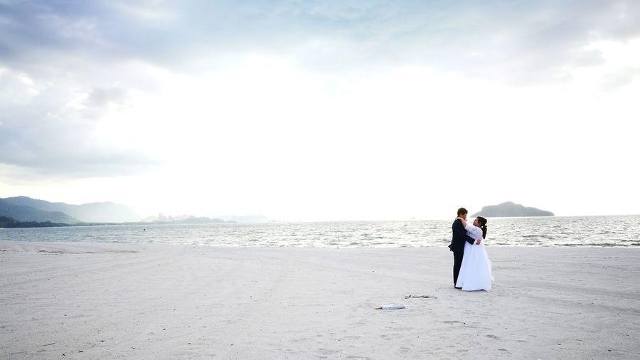 Love was never blind. Beach Wedding Nature Couples❤❤❤ EyeEm Best Shots Blue Sky Fourseasonslangkawi EyeEmBestPics Eyeem Photography