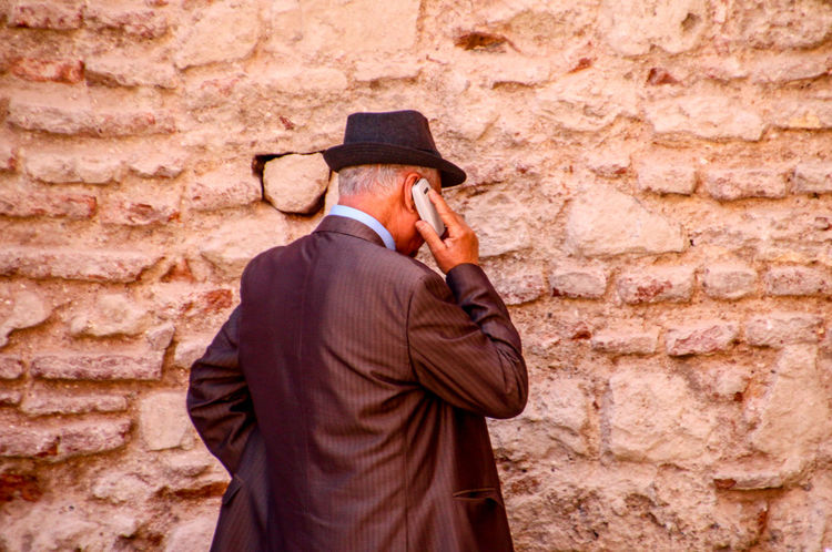 Call Calling Close Up Technology Handy Marokko Mobile Conversations Morocco People Phone Pupparazzi Smartphone Street Photography Streetphotography Technology Technology Everywhere Telefon Travel Travel Photography Travellover Connected By Travel