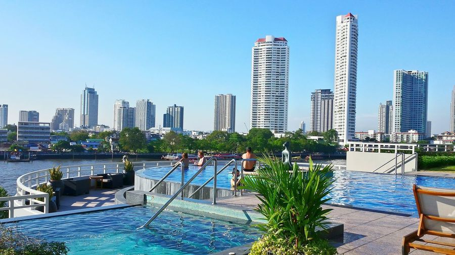Beautyful Hotel Location Swimming Pool Great Atmosphere Chatrium Hotel Pool Bangkok Skyline Pool Time Bangkok Thailand The Week On EyeEm Scenics Architecture Skyscrapers Wolkenkratzer Beautyful Earth Learn & Shoot: Layering