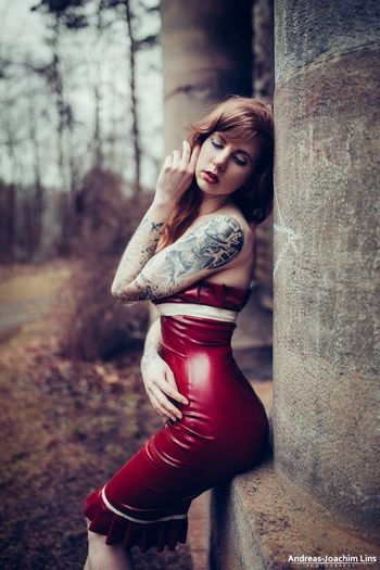 Second Skin Check This Out Relaxing Taking Photos Enjoying Life Skin Latex Latex Dress  Relaxing Beautiful People Beauty Portrait Taking Photos Model Fashion Model Shoot Color Portrait EyeEm Best Shots - People + Portrait Girl Models Woman Portrait Of A Woman Tattoo Ink Inkedgirls