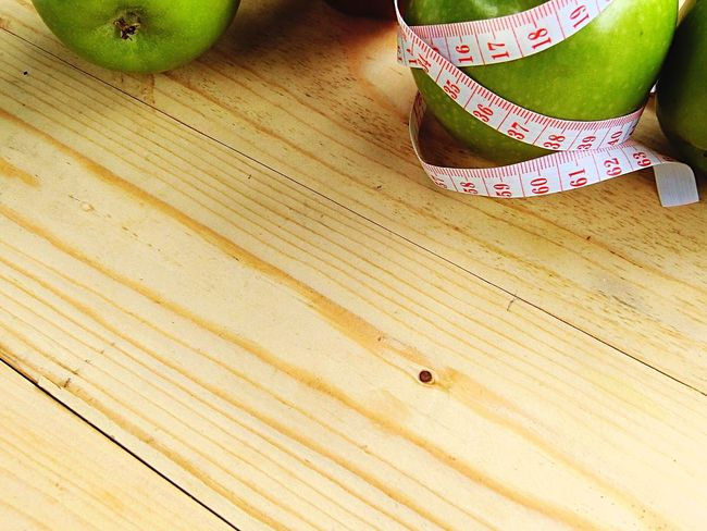 Table Indoors  High Angle View Fruit Wood - Material Apple - Fruit No People Food And Drink Hardwood Floor Healthy Eating Food Close-up Freshness Day
