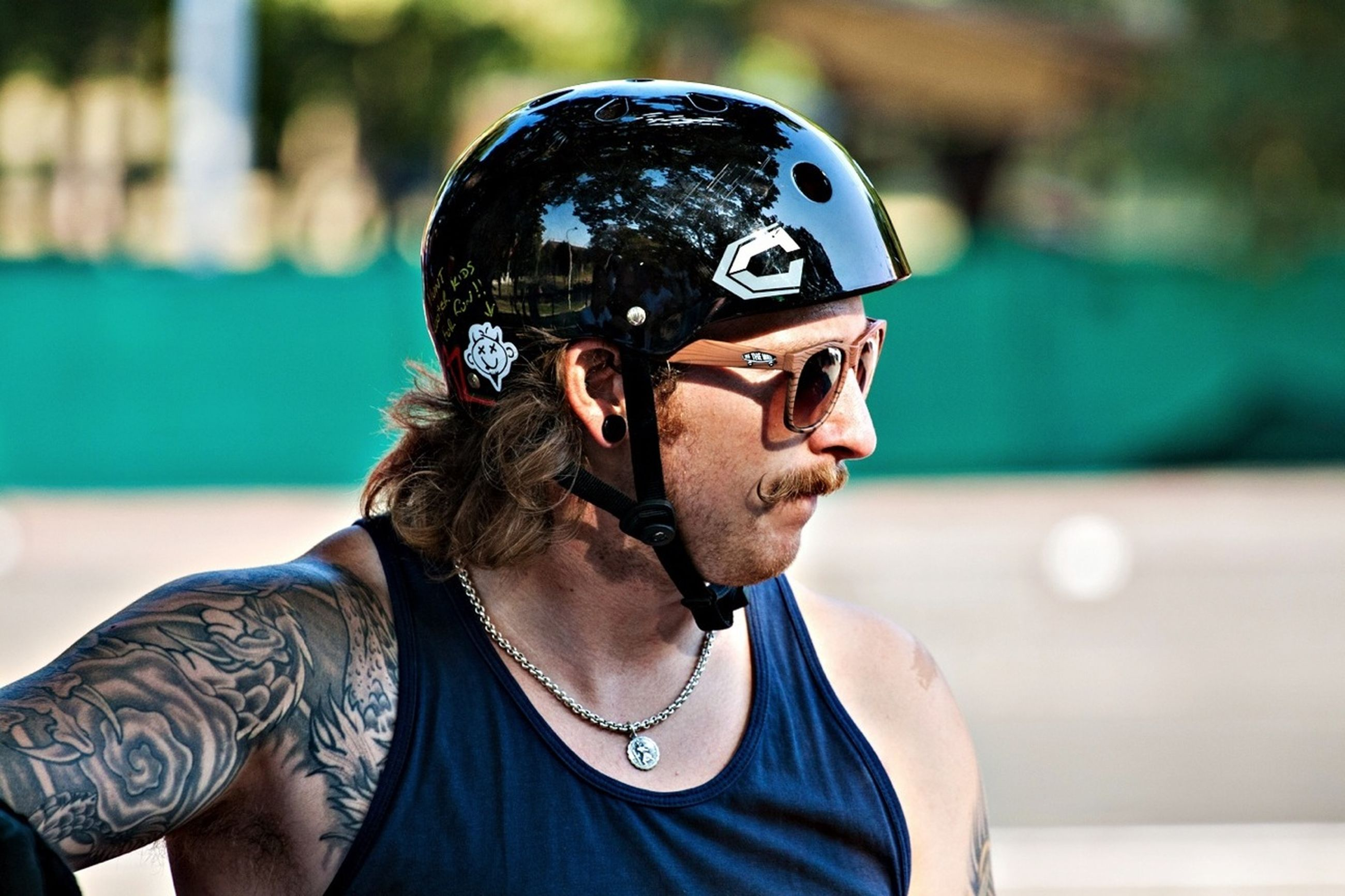 focus on foreground, lifestyles, headshot, leisure activity, young men, sunglasses, close-up, young adult, portrait, front view, looking at camera, person, mid adult men, beard, head and shoulders, holding, men, cap