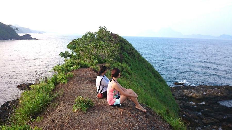 Friends On Hill Look Far Destressing Palawan El Nido