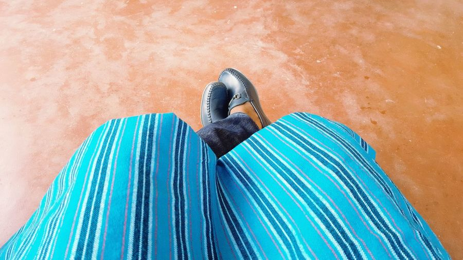 Cross feet - jeans wears matched with a beautifully loccaly made african tissu