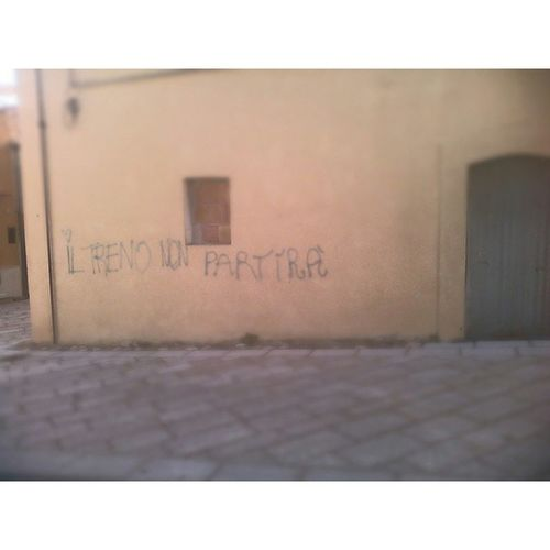 .. Iltrenosenzafermate Treno Fermata Muro  Scritta Tumblr Strada Scrittesuimuri Photo Ph Images Pic Picoftheday Instapic