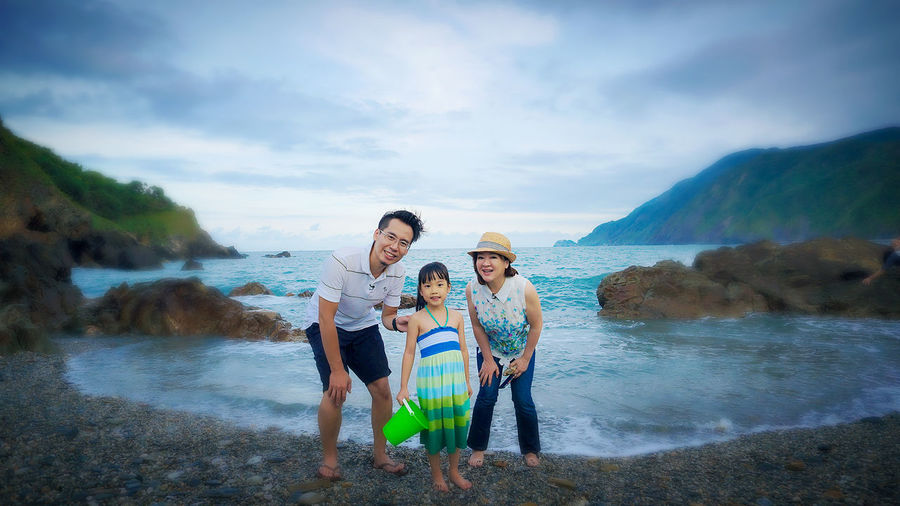 Lovely day Togetherness Family Happiness Water Sea Smiling Time Relaxing Moments Portrait Childhood Taiwan Happy Time Happy Happy Day Taking Photos Together Forever Taipei,Taiwan