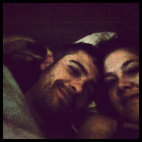 Haciendo los remolones en el cama aun!!! ;) Calvin Instadogs Buenosdias Goodmornind Family Wakeup